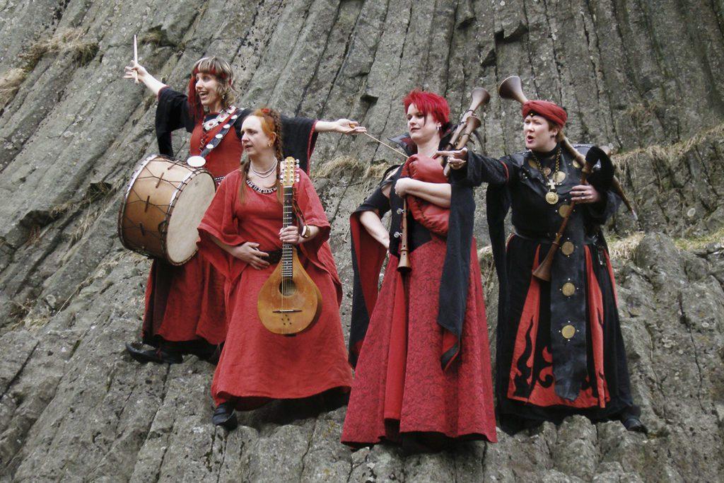 schloss-auerbach-schlossfest-mittelalter-markt-ritterturnier-rittermahl-schwertkampf-musikanten