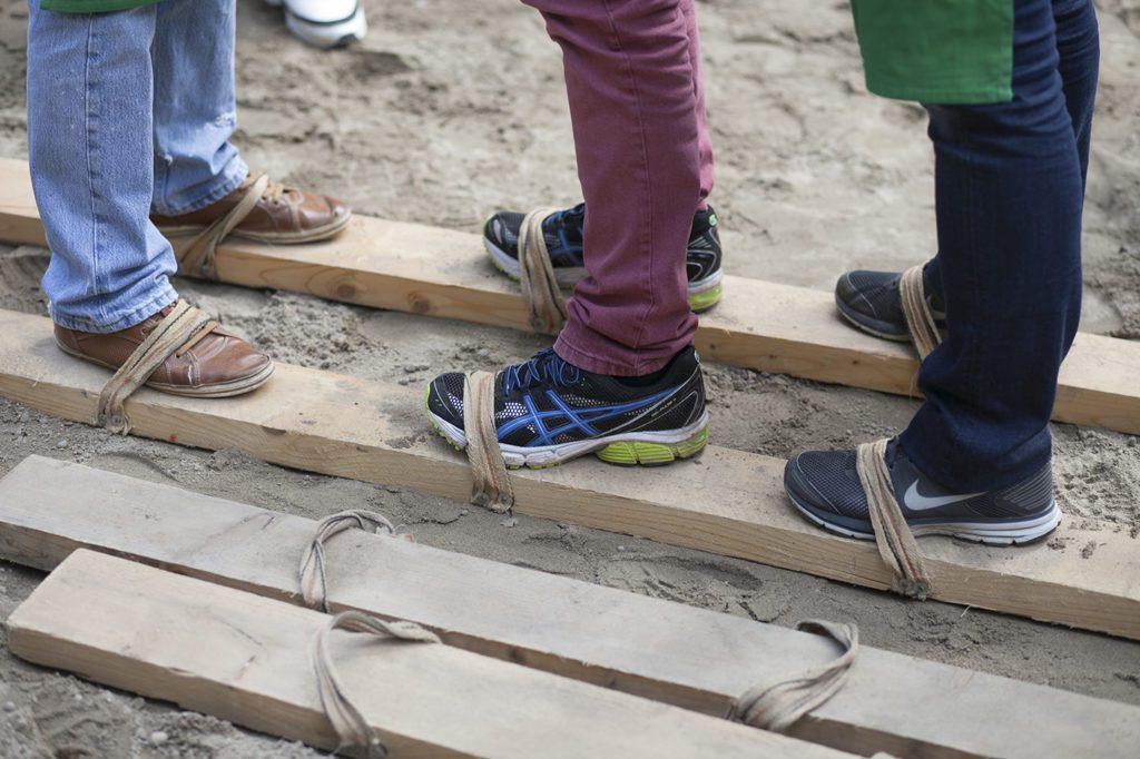 schloss-auerbach-teamspiele-outdoor-bogenschießen-armbrust-hufeisen-rahmfleck-blindlauf-segway